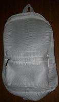 Отдается в дар Рюкзак среднего размера, белый, мягкий, новый.