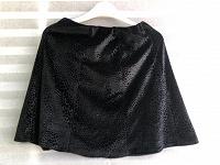 Отдается в дар Кофточка и юбки чёрные 140