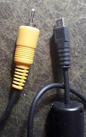 Отдается в дар Телефон LG (не работает) и Разные провода и зарядки