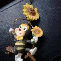 Отдается в дар Игрушка Пчелёнок на качелях