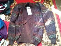 Отдается в дар Платочки, шарфики, свитер, кепки