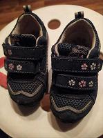 Отдается в дар кроссовки на девочку