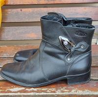 Отдается в дар Женская обувь 4