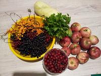 Отдается в дар Яблоки, ягоды, кабачок.