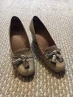 Отдается в дар Туфли бежевые на устойчивом каблуке