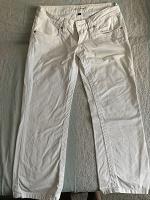 Отдается в дар Белые капри, 44 размер
