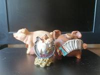 Отдается в дар Статуэтки «Свинки» и «Бык»