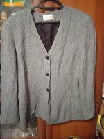 Отдается в дар женский пиджак 52 -54 размера