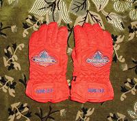 Отдается в дар Краги, перчатки ребенку 5-7 лет