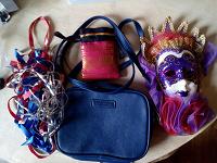 Отдается в дар Ридикюль, тесёмки, мешочек, декоративная маска