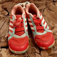Отдается в дар Две пары детской обуви.