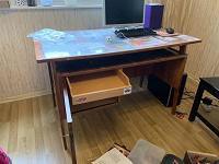 Отдается в дар Школьный письменный стол