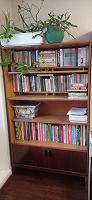 Отдается в дар Крепкий деревянный книжный шкаф