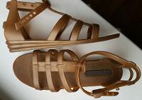 Отдается в дар Пляжная обувь 35 размер