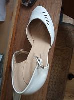 Отдается в дар Две пары женских туфель