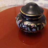 Отдается в дар керамическая баночка