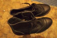 Отдается в дар женские осенние ботинки