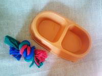 Отдается в дар миска и игрушка, новые, для питомца