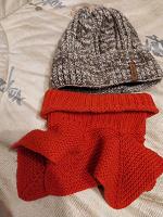 Отдается в дар Теплая шапка с флисовой подкладкой и шерстяной снуд.