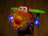 Отдается в дар Музыкально-световой самолетик на батарейках