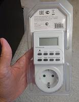 Отдается в дар Наушники, фонарик, электронный таймер с розеткой, аккумулятор и другое