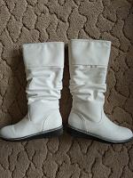 Отдается в дар Сапоги демисезон белые, 36 размер