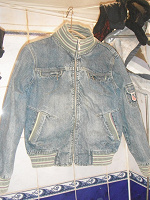 Отдается в дар Джинсовая куртка-бомбер (почти новая)