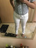 Отдается в дар Белые джинсы 48р-р (чуть с косяком)