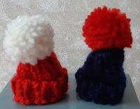 Отдается в дар Вязаные шапочки