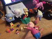 Отдается в дар игрушки фигурки