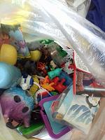 Отдается в дар мешочек с игрушками из сюрприза