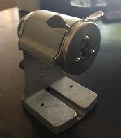 Отдается в дар Точилка для карандашей механическая СССР в нерабочем состоянии