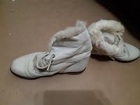 Отдается в дар Белые ботинки
