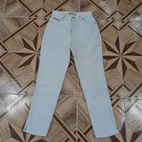 Отдается в дар женские джинсы 42 р-р