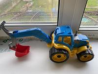 Отдается в дар Игрушка Трактор-экскаватор