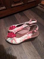 Отдается в дар Летняя обувь на платформе