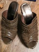 Отдается в дар Обувь летняя женская. Размер 38.