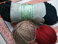 Отдается в дар Нитки для вязания полиэфирные
