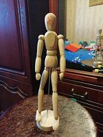 Отдается в дар Икеевский деревянный человечек на шарнирах.
