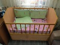 Отдается в дар Детская кроватка с ящиками.
