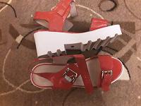 Отдается в дар Босоножки красные 38 размер