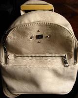 Отдается в дар рюкзак бежевый, чёрный, зелёный