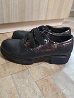 Отдается в дар Кожаные туфли 36