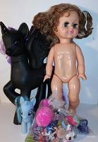 Отдается в дар Кукла, пони, всякая игрушечная мелочь