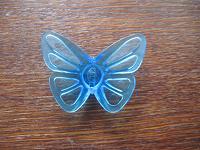 Отдается в дар пластмассовая бабочка на поделки