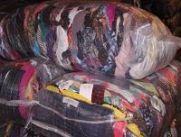 Отдается в дар Несколько мешков одежды и обуви