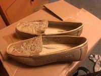 Отдается в дар Обувь женская 38 размера