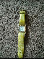 Отдается в дар Женские наручные часы.