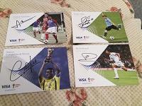 Отдается в дар Карточки с автографами футболистов