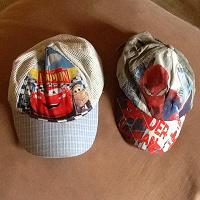 Отдается в дар Детские кепки